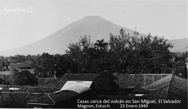 Casas cerca del volcan en San Miguel, El Salvador