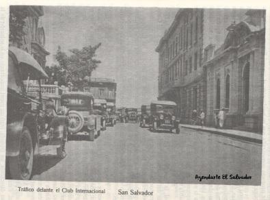 Tráfico delante el Club Internacional, San Salvador