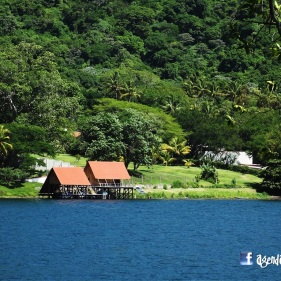 Muelles en el Lago de Coatepeque, El Salvador