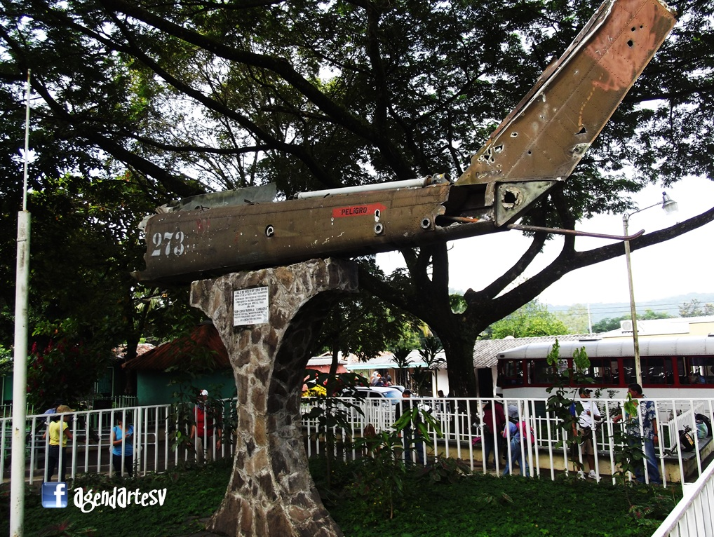Cola de Helicoptero, Monumento de Cinquera, El Salvador