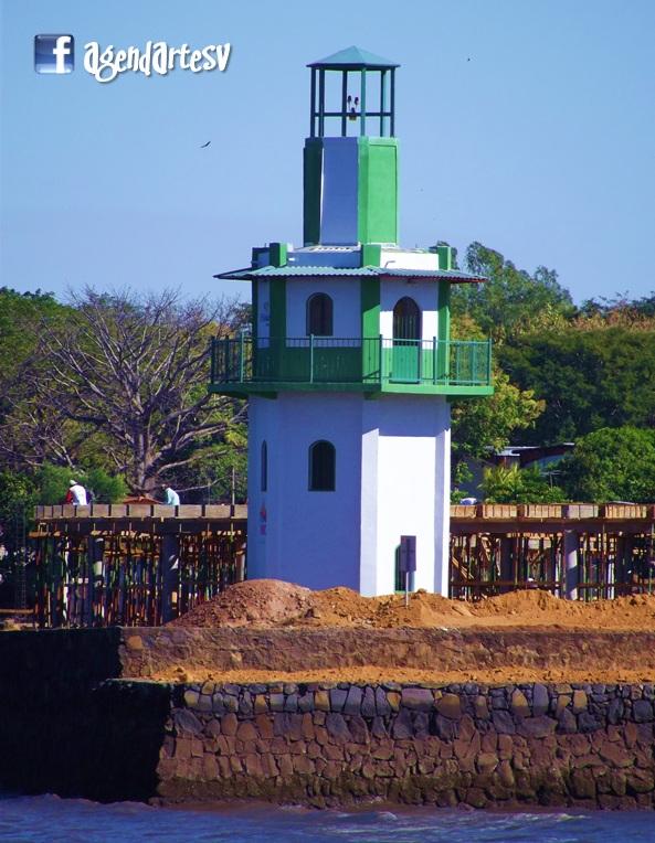 Faro en Bahia de La Union, El Salvador